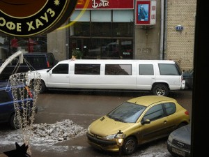 Gosh, it's a limo-SUV - Foto di Urban Sheep
